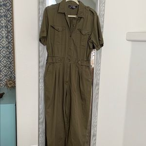 Awesome vintage green flight suit/jumpsuit!